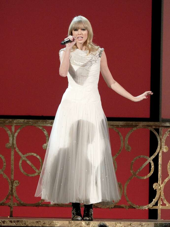 """Singer Taylor Swift performs """"I Knew You Were Trouble"""" onstage during the 40th American Music Awards held at Nokia Theatre L.A. Live on November 18, 2012 in Los Angeles, California.  (Photo by Kevin Winter/Getty Images) Photo: Kevin Winter, Getty Images / 2012 Getty Images"""