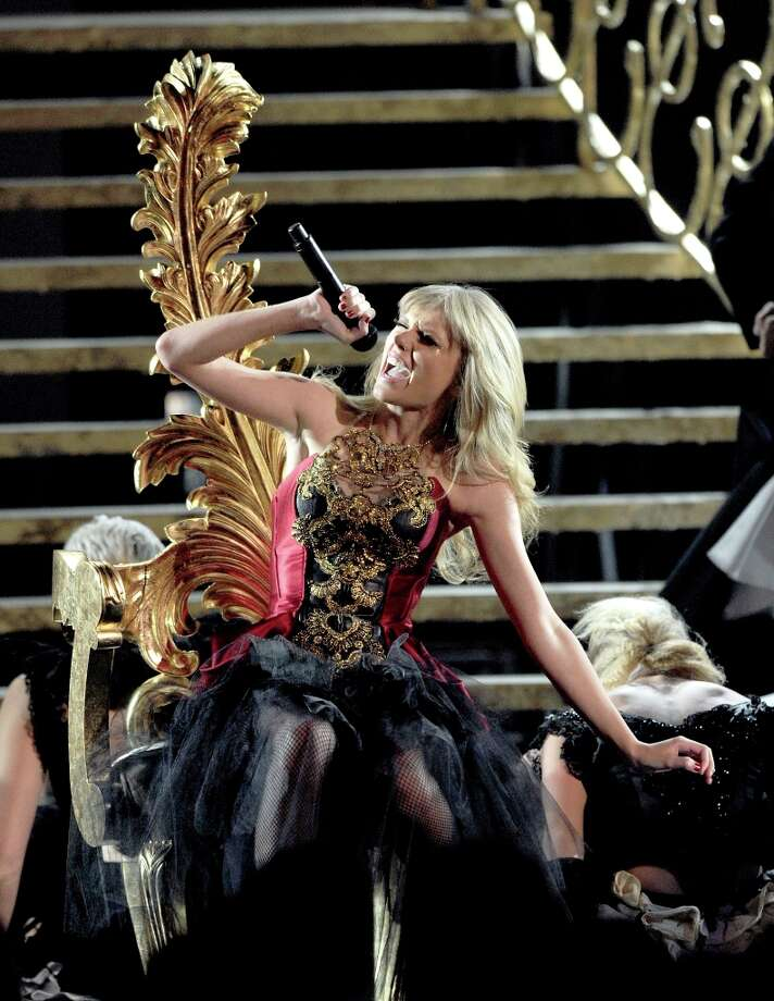 Singer Taylor Swift performs onstage during the 40th American Music Awards held at Nokia Theatre L.A. Live on November 18, 2012 in Los Angeles, California.  (Photo by Kevin Winter/Getty Images) Photo: Kevin Winter, Getty Images / 2012 Getty Images