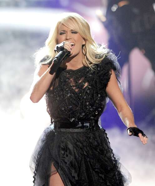 Singer Carrie Underwood performs onstage during the 40th American Music Awards held at Nokia Theatre