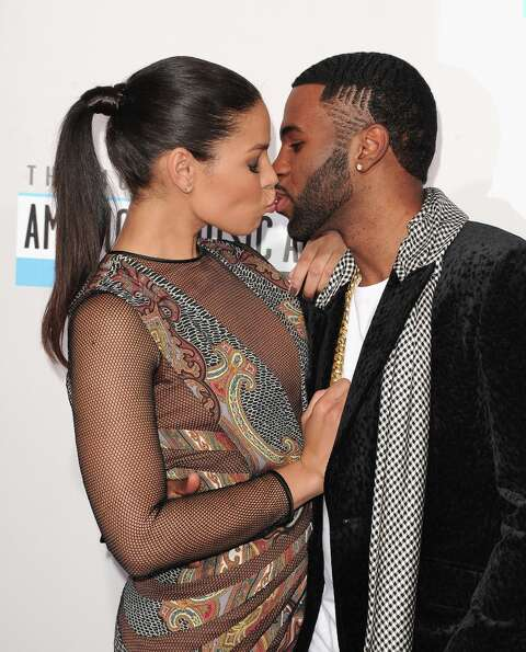 Singers Jordin Sparks (L) and Jason Derulo attend the 40th American Music Awards held at Nokia Theat