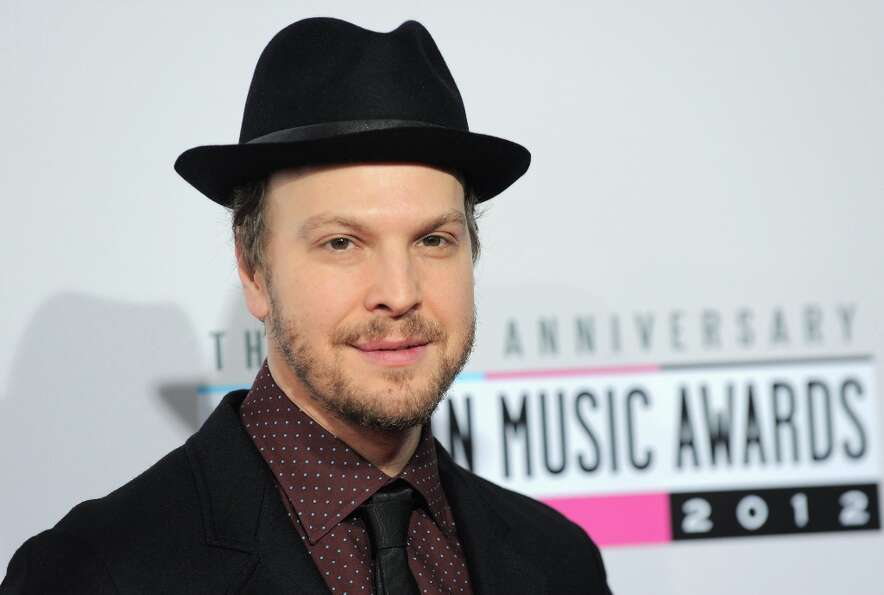 Gavin DeGraw arrives at the 40th Anniversary American Music Awards on Sunday, Nov. 18, 2012, in Los