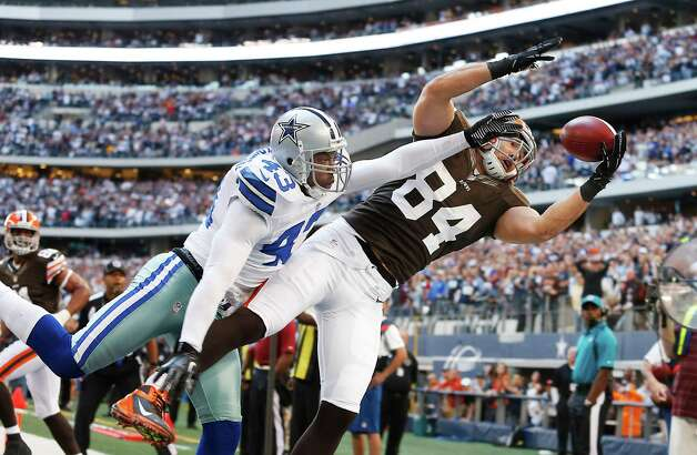 Cleveland Browns tight end Jordan Cameron (84) attempts to catch a pass as Dallas Cowboys free safety Gerald Sensabaugh (43) defends during the second half of an NFL football game Sunday, Nov. 18, 2012 in Arlington, Texas. (AP Photo/Sharon Ellman) Photo: Sharon Ellman, Associated Press / FR170032 AP