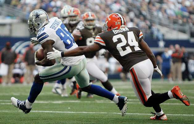 Cleveland Browns cornerback Sheldon Brown (24) chases down Dallas Cowboys wide receiver Dez Bryant (88) during the second half of an NFL football game Sunday, Nov. 18, 2012 in Arlington, Texas. (AP Photo/Brandon Wade) Photo: Brandon Wade, Associated Press / FR168019 AP