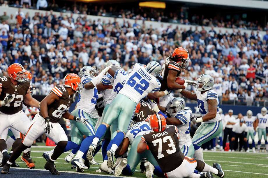 Cleveland Browns running back Trent Richardson (33) is stood up on the goal line by Dallas Cowboys inside linebacker Dan Connor (52) and the Dallas Cowboys defensive line during the second half of an NFL football game Sunday, Nov. 18, 2012 in Arlington, Texas. (AP Photo/Sharon Ellman) Photo: Sharon Ellman, Associated Press / FR170032 AP