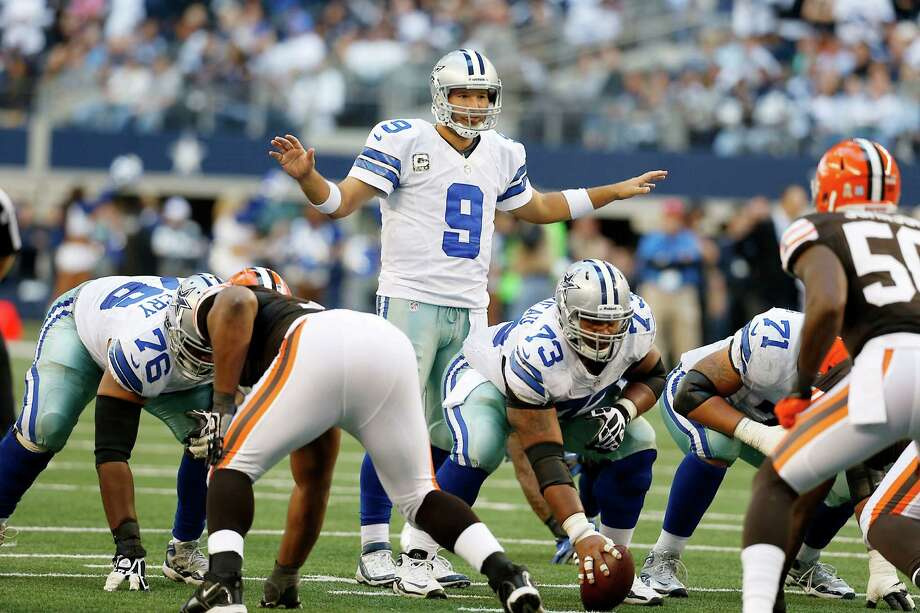 Dallas Cowboys quarterback Tony Romo (9) signals his teammates during the second half of an NFL football game against the Cleveland Browns Sunday, Nov. 18, 2012 in Arlington, Texas. (AP Photo/Sharon Ellman) Photo: Sharon Ellman, Associated Press / FR170032 AP