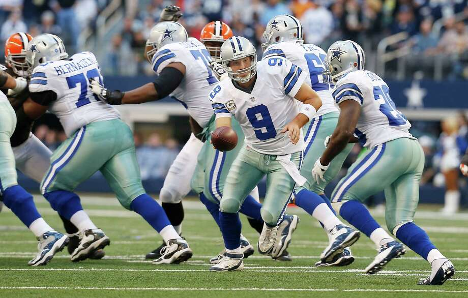 Dallas Cowboys quarterback Tony Romo (9) hands the ball off to Dallas Cowboys running back Felix Jones (28) during the second half of an NFL football game against the Cleveland Browns Sunday, Nov. 18, 2012 in Arlington, Texas. (AP Photo/Sharon Ellman) Photo: Sharon Ellman, Associated Press / FR170032 AP