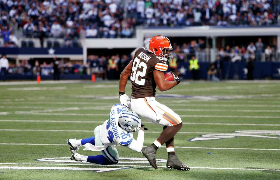 Cleveland Browns tight end Benjamin Watson (82) battles Dallas Cowboys cornerback Morris Claiborne (24) for room during the second half of an NFL football game Sunday, Nov. 18, 2012 in Arlington, Texas. (AP Photo/Sharon Ellman) Photo: Sharon Ellman, Associated Press / FR170032 AP