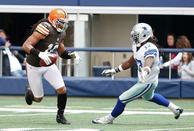 Cleveland Browns punt returner Josh Cribbs (16) looks for room against Dallas Cowboys wide receiver Dwayne Harris (17) during the second half of an NFL football game Sunday, Nov. 18, 2012 in Arlington, Texas. (AP Photo/Sharon Ellman) Photo: Sharon Ellman, Associated Press / FR170032 AP