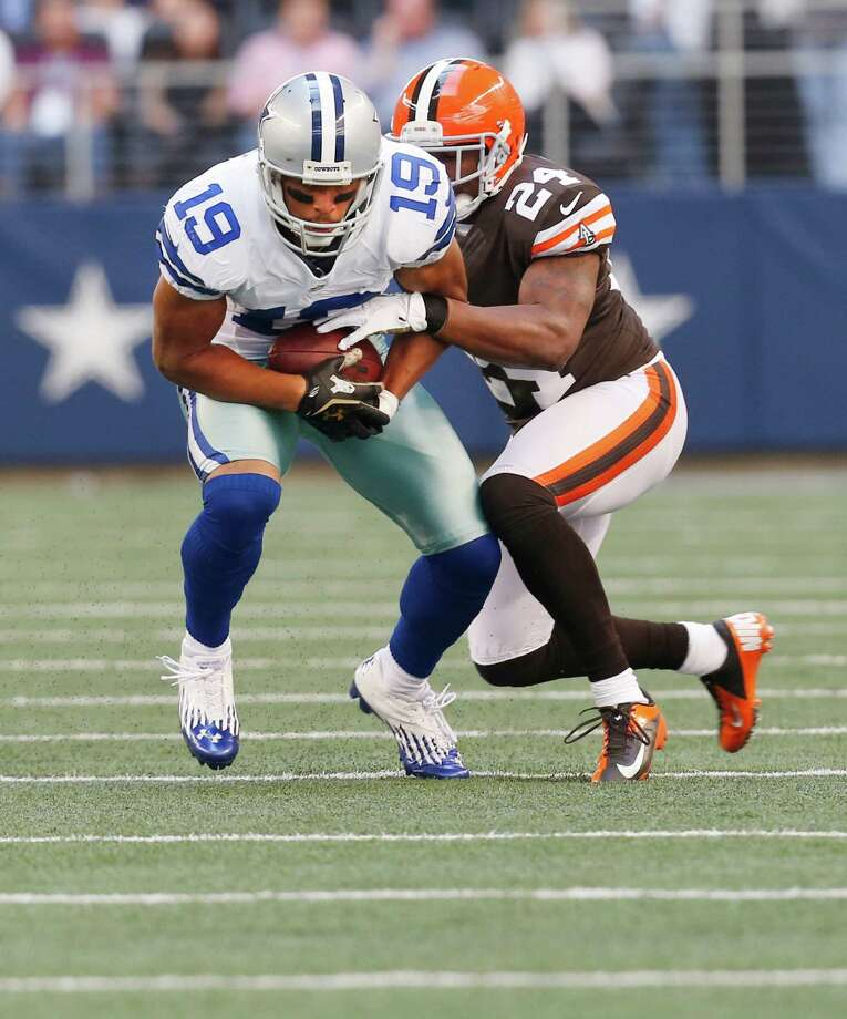 Dallas Cowboys wide receiver Miles Austin (19) looks for room against Cleveland Browns cornerback Sheldon Brown (24) during the second half of an NFL football game Sunday, Nov. 18, 2012 in Arlington, Texas. (AP Photo/Sharon Ellman) Photo: Sharon Ellman, Associated Press / FR170032 AP