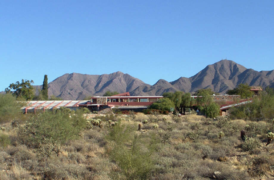 Against the backdrop of the Sonoran desert (Frank Lloyd Wright Foundation / http://www.franklloydwright.org)