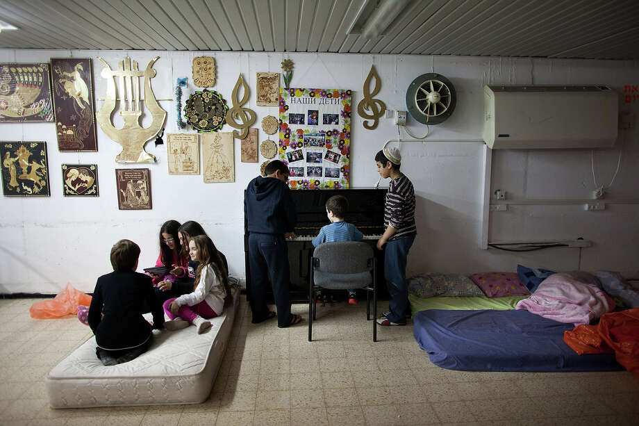 Israeli children play games at a bomb shelter on November 14, 2012 in Netivot, Israel. Israel Defense Forces launched aerial attacks on targets in Gaza that killed the top military commander of Hamas. Photo: Uriel Sinai, Getty Images / 2012 Getty Images