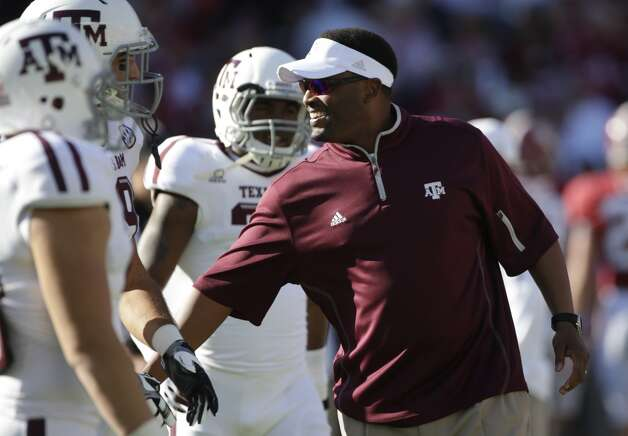 Texas A&M coach Kevin Sumlin talks with his players prior to the start of an NCAA college football game against Alabama at Bryant-Denny Stadium in Tuscaloosa, Ala., Saturday, Nov. 10, 2012. (AP Photo/Dave Martin) (Associated Press)