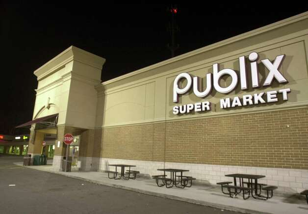 "Publix: Consumer Reports praised the supermarket chain for its ""checkout promise,"" which states, in writing that ""if during checkout, the scanned price of an item (excluding alcohol and tobacco products) exceeds the shelf price or advertised price, we will give the customer one of that item free. The remaining items will be charged at the lower price."" Photo: Erik S. Lesser/Getty Images, Getty Images"
