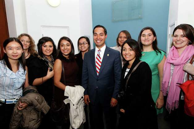 "Special for San Antonio Express-News. Mayor of San Antonio, Julian Castro, center, poses with students from San Antonio after his speech to the students on ""US Leadership in the 21st Century"" at the London School of Economics and Political Science in London, Monday, Nov. 19, 2012. Photo: Sang Tan, AP / AP"