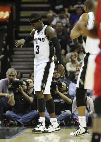 Spurs' Stephen Jackson (03) grimaces after injuring his pinkie finger against the Los Angeles Clippers in the first half of their game at the AT&T Center on Monday, Nov. 19, 2012. (Kin Man Hui / San Antonio Express-News)