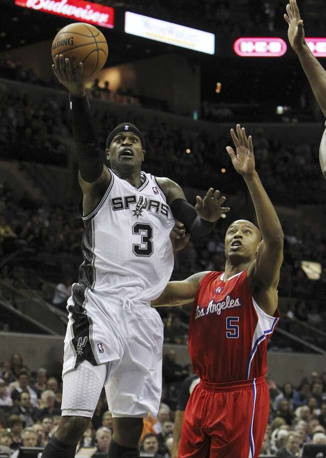 Spurs' Stephen Jackson (3) attempts to lay up a shot against Los Angeles Clippers' Caron Butler (05) in the first half of their game at the AT&T Center on Monday, Nov. 19, 2012. (Kin Man Hui / San Antonio Express-News)