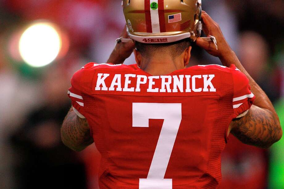 Quarterback Colin Kaepernick (7) starts in his first NFL game during the San Francisco 49ers game against the Chicago Bears at Candlestick Park in San Francisco, Calif., on Sunday November 19, 2012. Photo: Carlos Avila Gonzalez, The Chronicle / ONLINE_YES