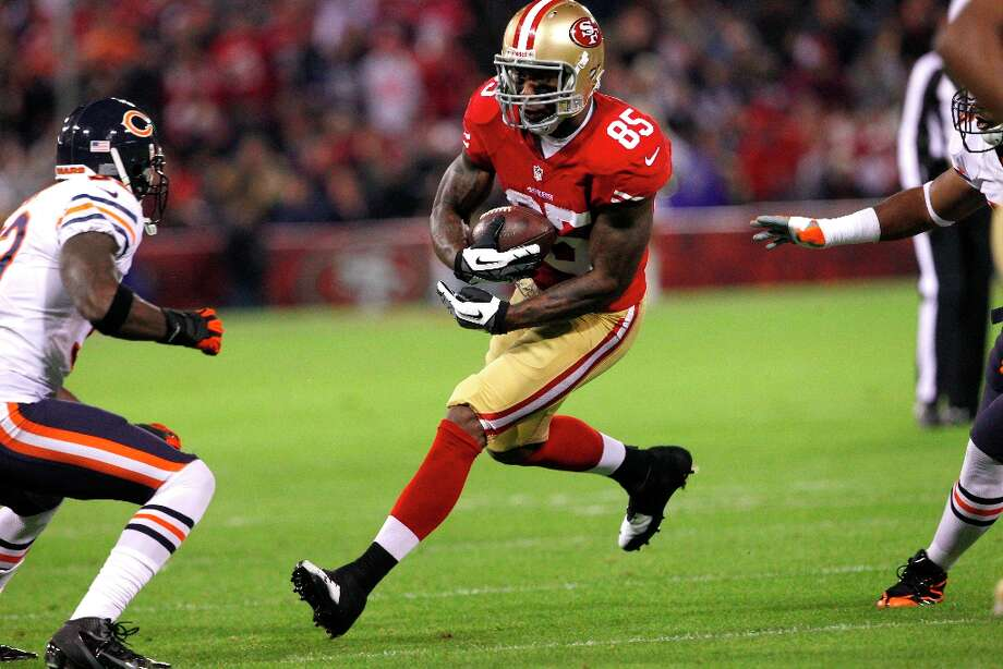 Tight end Vernon Davis (85) during the first quarter of the San Francisco 49ers game against the Chicago Bears at Candlestick Park in San Francisco, Calif., on Monday November 19, 2012. Photo: Carlos Avila Gonzalez, The Chronicle / ONLINE_YES