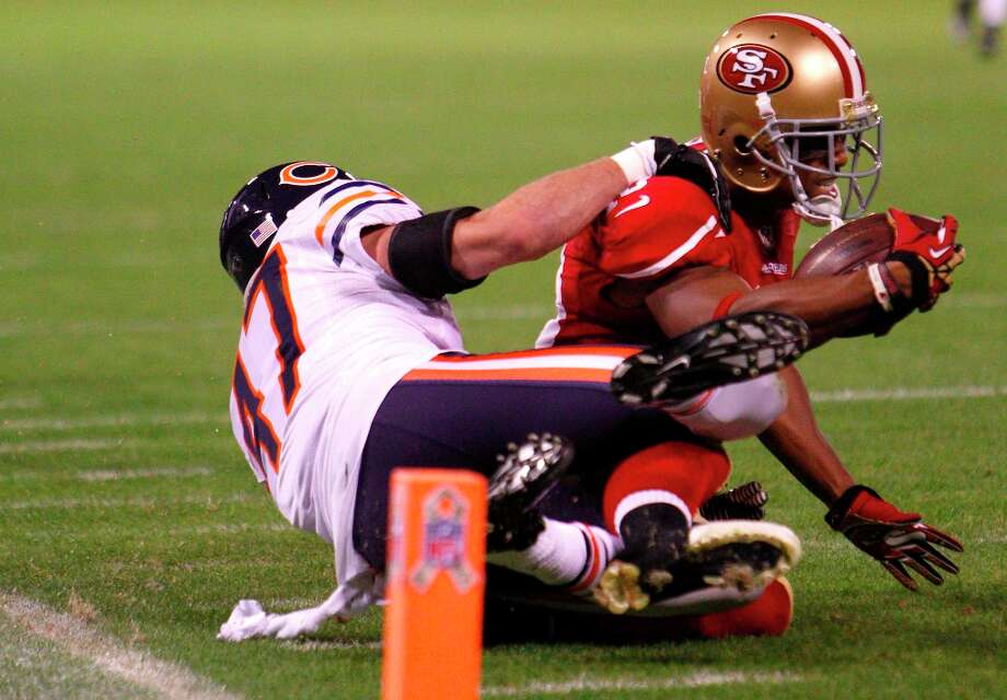 Chicago Bears safety Chris Conte (47) takes down 49ers Running back Kendall Hunter (32) at the five yard line during the first quarter of the San Francisco 49ers game against the Chicago Bears at Candlestick Park in San Francisco, Calif., on Sunday November 19, 2012. Photo: Carlos Avila Gonzalez, The Chronicle / ONLINE_YES
