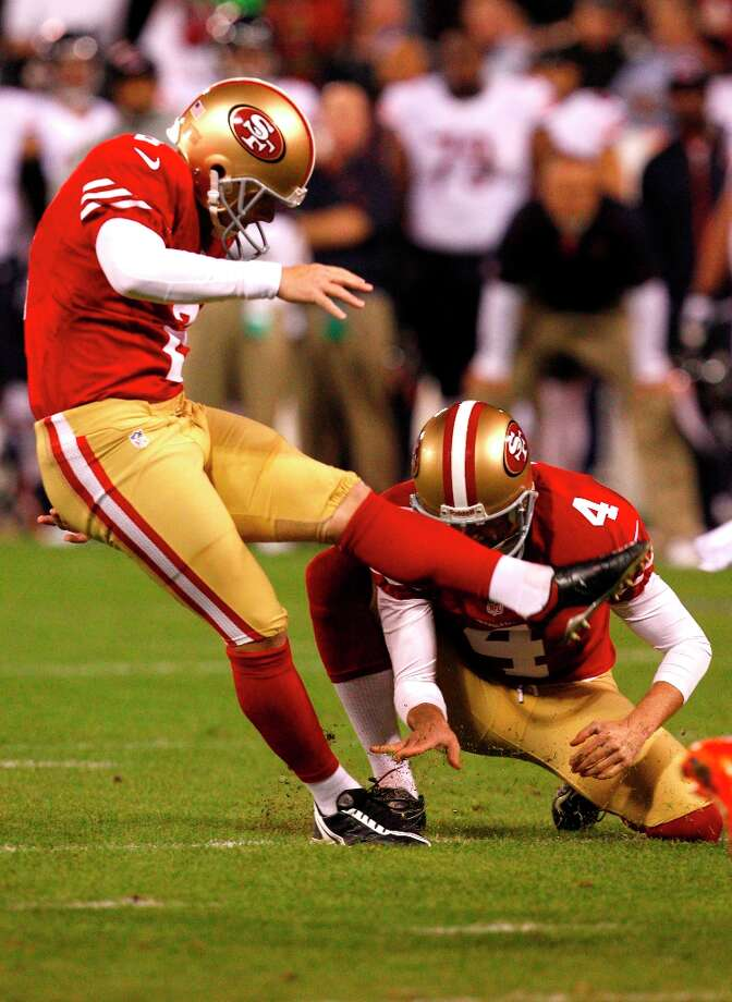 Kicker David Akers (2) kicks for a field goal in the first quarter of the San Francisco 49ers game against the Chicago Bears at Candlestick Park in San Francisco, Calif., on Monday November 19, 2012. Photo: Carlos Avila Gonzalez, The Chronicle / ONLINE_YES