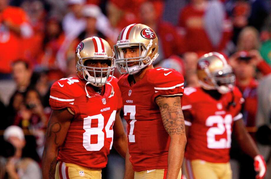 Quarterback Colin Kaepernick (7) with Wide receiver Randy Moss (84) during warm ups before the San Francisco 49ers game against the Chicago Bears at Candlestick Park in San Francisco, Calif., on Sunday November 19, 2012. Photo: Carlos Avila Gonzalez, The Chronicle / ONLINE_YES