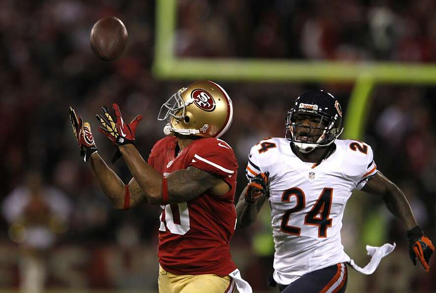 49ers wide receiver Kyle Williams (10) out runs Chicago Bears cornerback Kelvin Hayden (24) to ca