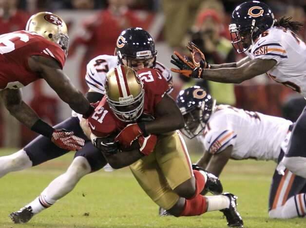 Frank Gore, who had 78 yards on 17 carries, deals with Chicago's Chris Conte (47) and Tim Jennings (26) in the first half. Photo: Stephen Lam, Special To The Chronicle