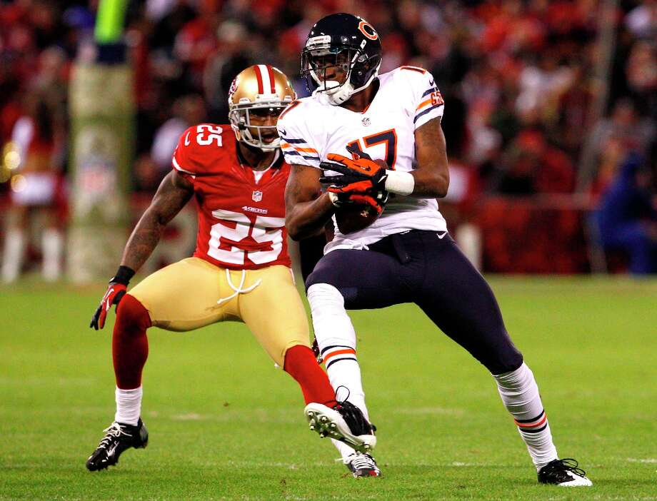 Cornerback Tarell Brown (25) chases after Chicago wide receiver Alshon Jeffery (17) during the first half of the San Francisco 49ers game against the Chicago Bears at Candlestick Park in San Francisco, Calif., on Sunday November 19, 2012. Photo: Carlos Avila Gonzalez, The Chronicle / ONLINE_YES