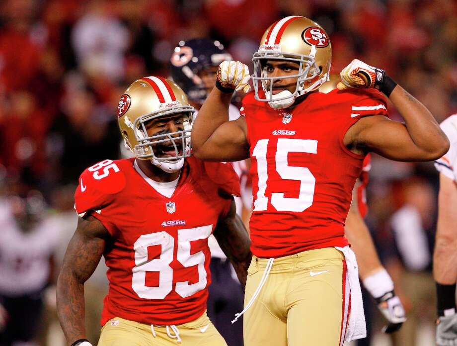 Wide receiver Michael Crabtree (15) celebrates with tight end Vernon Davis (85) during the San Francisco 49ers game against the Chicago Bears at Candlestick Park in San Francisco, Calif., on Monday November 19, 2012. Photo: Carlos Avila Gonzalez, The Chronicle / ONLINE_YES