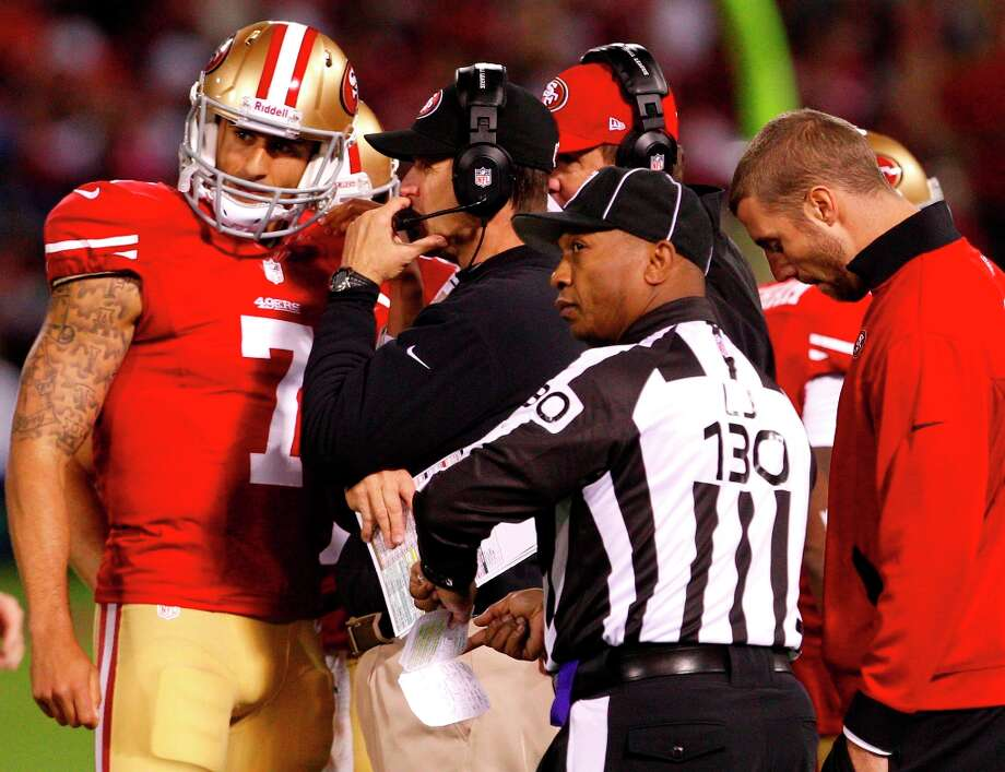 Quarterback Colin Kaepernick (7) talks with coach Jim Harbaugh as Quarterback Alex Smith (11) listens in form the sidelines during the San Francisco 49ers game against the Chicago Bears at Candlestick Park in San Francisco, Calif., on Monday November 19, 2012. Photo: Carlos Avila Gonzalez, The Chronicle / ONLINE_YES