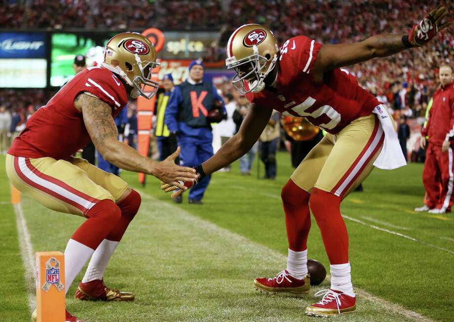 Niners QB Colin Kaepernick, left, and Michael Crabtree hooked up for a third-quarter touchdown pass. Photo: Ezra Shaw, Staff / 2012 Getty Images