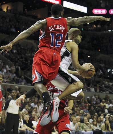Spurs' Tony Parker (09) attempts to pass against Los Angeles Clippers' Eric Bledsoe (12) in the second half of their game at the AT&T Center on Monday, Nov. 19, 2012. Clippers defeated the Spurs, 92-87. (Kin Man Hui / San Antonio Express-News)