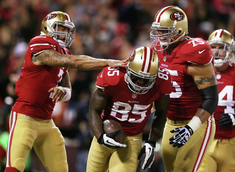 SAN FRANCISCO, CA - NOVEMBER 19:   Vernon Davis #85 is congratulated by Colin Kaepernick #7 and Alex Boone #75 of the San Francisco 49ers after catching a touchdown pass in the first quarter against the Chicago Bears at Candlestick Park on November 19, 2012 in San Francisco, California.  (Photo by Ezra Shaw/Getty Images) Photo: Ezra Shaw