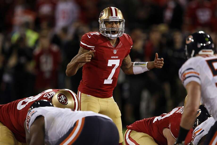 Colin Kaepernick calls an audible in the fourth quarter. The San Francisco 49ers played the Chicago Bears at Candlestick Park in San Francisco, Calif., on Monday November 19, 2012, and won 32-7. Photo: Carlos Avila Gonzalez, The Chronicle