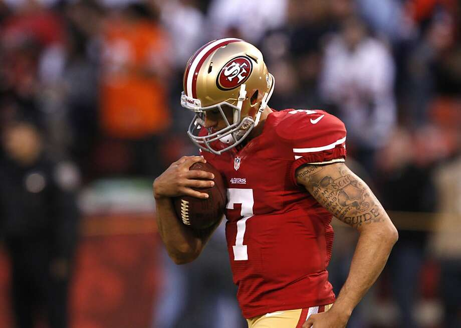 Quarterback Colin Kaepernick (7) starts in his first NFL game during the San Francisco 49ers game against the Chicago Bears at Candlestick Park in San Francisco, Calif., on Sunday November 19, 2012. Photo: Carlos Avila Gonzalez, The Chronicle
