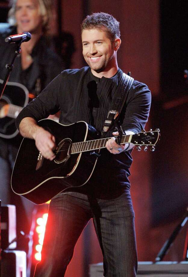 Josh Turner performs during the 41st Annual Country Music Association Awards, Wednesday, Nov. 7, 2007, in Nashville, Tenn.  (AP Photo/Mark Humphrey) Photo: Mark Humphrey / AP