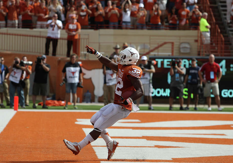 Texas Longhorns' Johnathan Gray (32) flashes the Longhorn sign after scoring a touchdown against Iowa State in the first half at Darrell K. Royal Stadium in Austin on Saturday, Nov. 10, 2012. Photo: SAEN, Staff / © 2012 San Antonio Express-News