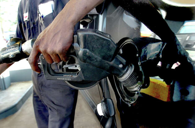 Gas stations make a huge profit off gasoline: Many drivers unfairly believe that gas stations are raking in huge profits on gasoline sales. In fact, it s the opposite. Gas stations make cents on the dollar.   Tammy McKinley/The Enterprise Photo: BE / Beaumont