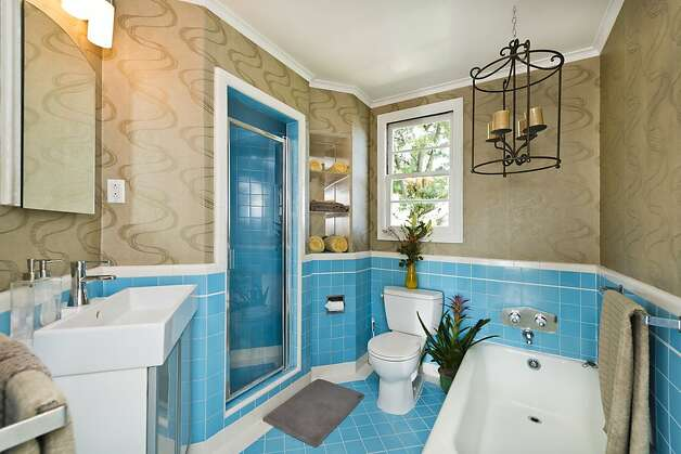 Another look at the downstairs bathroom. Photo: Olga Soboleva