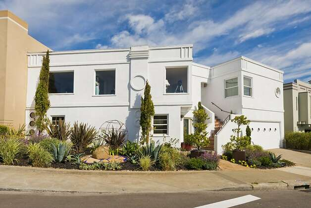 Built in 1948, this art deco home has a modern exterior. Photo: Olga Soboleva