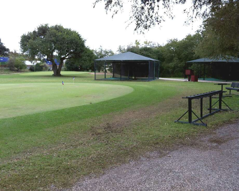 While Landa Park Golf Course in New Braunfels does not have a driving range, it does offer hitting cages for warmup.