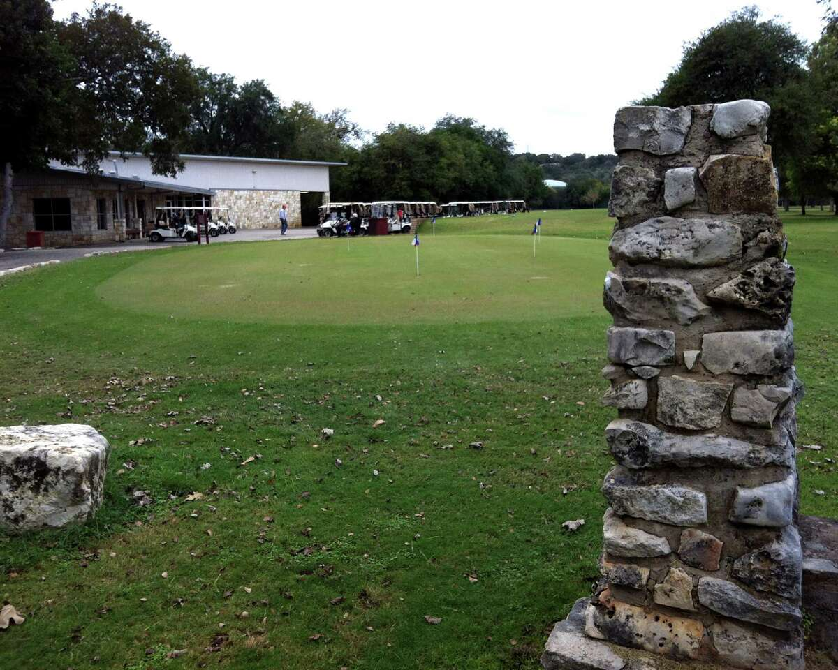Landa Park Golf Course in New Braunfels has two practice putting & chipping greens and the clubhouse boasts a pro shop, grill and meeting rooms.