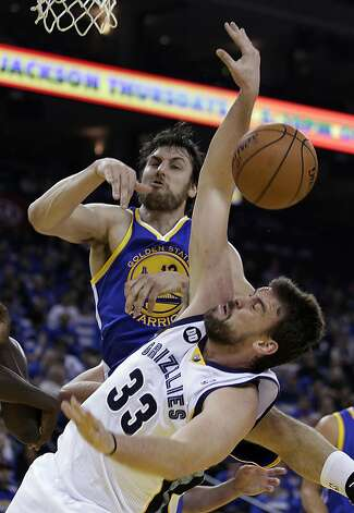 Andrew Bogut blocks the shot of Memphis' Marc Gasol in the home opener Nov. 2. Photo: Ben Margot, Associated Press