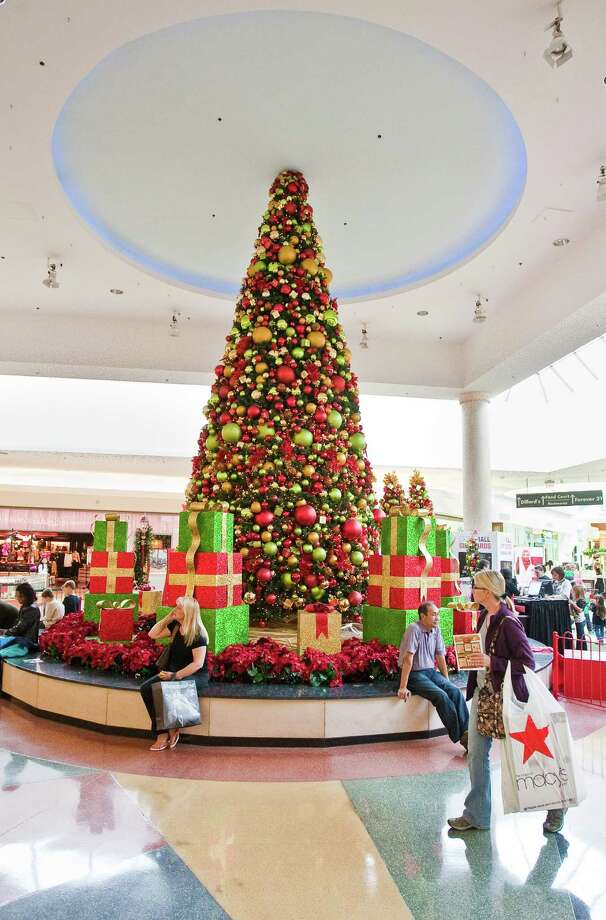 Shoppers casually walk through the Holiday decorated Baybrook Mall Monday, Nov. 19, 2012,  in Friendswood. ( Nick de la Torre / Houston Chronicle ) Photo: Nick De La Torre, Staff / © 2012  Houston Chronicle