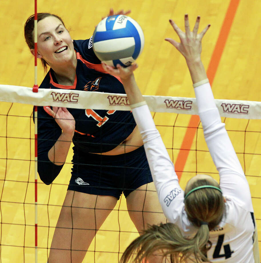 Whitney Walls powers the ball into the defense for the Runners as Idaho beats UTSA 3-2 in the semifinals of the WAC volleyball tournament at the UTSA Convocation Center  on November 20, 2012. Photo: Tom Reel, San Antonio Express-News / ©2012 San Antono Express-News