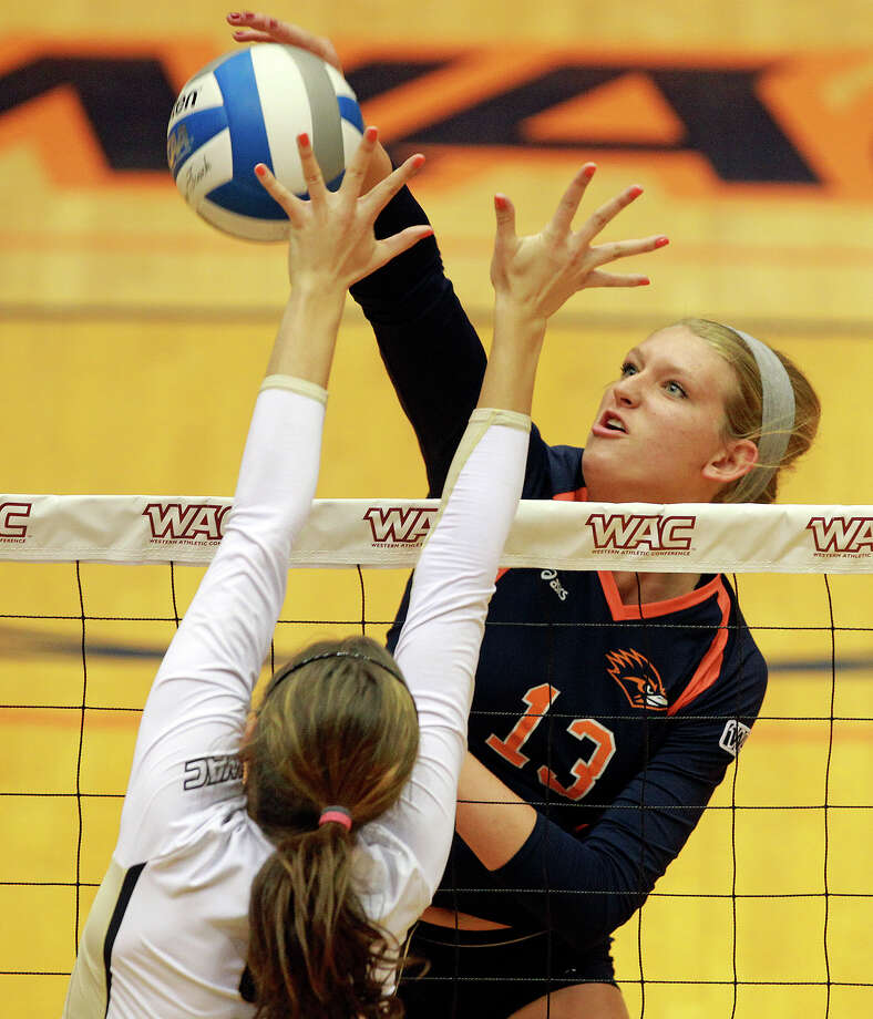 Kylie Schott shoots around the defense as Idaho beats UTSA 3-2 in the semifinals of the WAC volleyball tournament at the UTSA Convocation Center  on November 20, 2012. Photo: Tom Reel, San Antonio Express-News / ©2012 San Antono Express-News