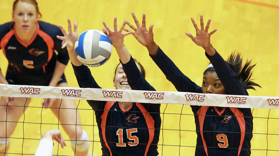 Whitney Walls and Brittney Malloy defend for the Roadrunners as Idaho beats UTSA 3-2 in the semifinals of the WAC volleyball tournament at the UTSA Convocation Center  on November 20, 2012. Photo: Tom Reel, San Antonio Express-News / ©2012 San Antono Express-News