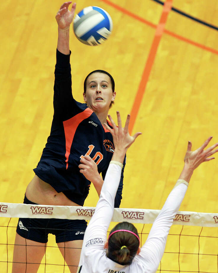 McKenzie Adams spikes for the Roadrunners as Idaho beats UTSA 3-2 in the semifinals of the WAC volleyball tournament at the UTSA Convocation Center  on November 20, 2012. Photo: Tom Reel, San Antonio Express-News / ©2012 San Antono Express-News