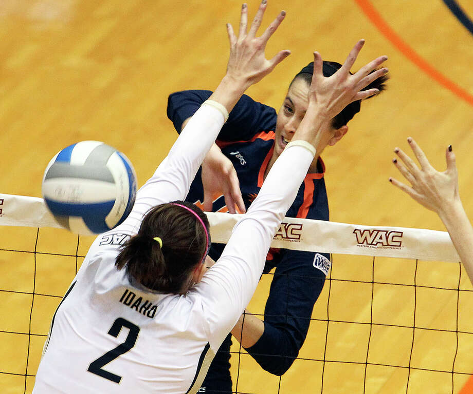 McKenzie Adams spikes through Allison Walker Baker as Idaho beats UTSA 3-2 in the semifinals of the WAC volleyball tournament at the UTSA Convocation Center  on November 20, 2012. Photo: Tom Reel, San Antonio Express-News / ©2012 San Antono Express-News