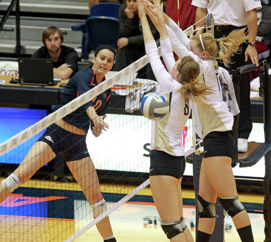 McKenzie Adams gets the ball by a wall of defenders as Idaho beats UTSA 3-2 in the semifinals of the WAC volleyball tournament at the UTSA Convocation Center  on November 20, 2012. Photo: Tom Reel, San Antonio Express-News / ©2012 San Antono Express-News